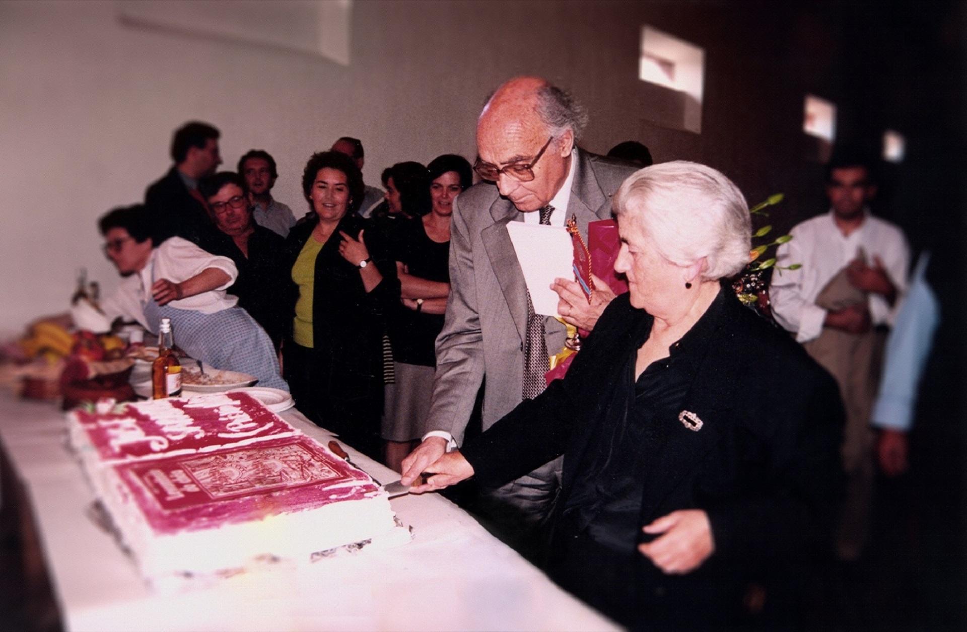 José Saramago no almoço comemorativo pela entrega do Prémio Nobel, em Lavre, 1998. Mariana Bes...
