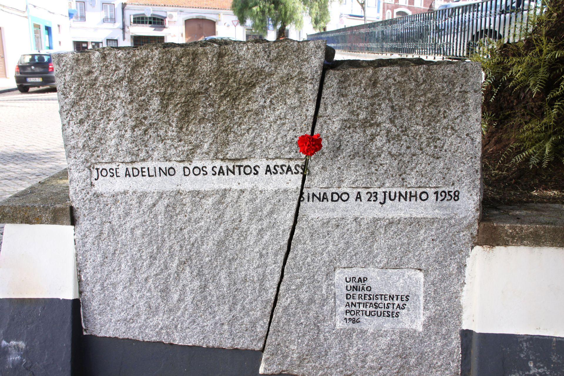 Monumento a José Adelino dos Santos, Largo Alexandre Herculano (CMMN, 2011)