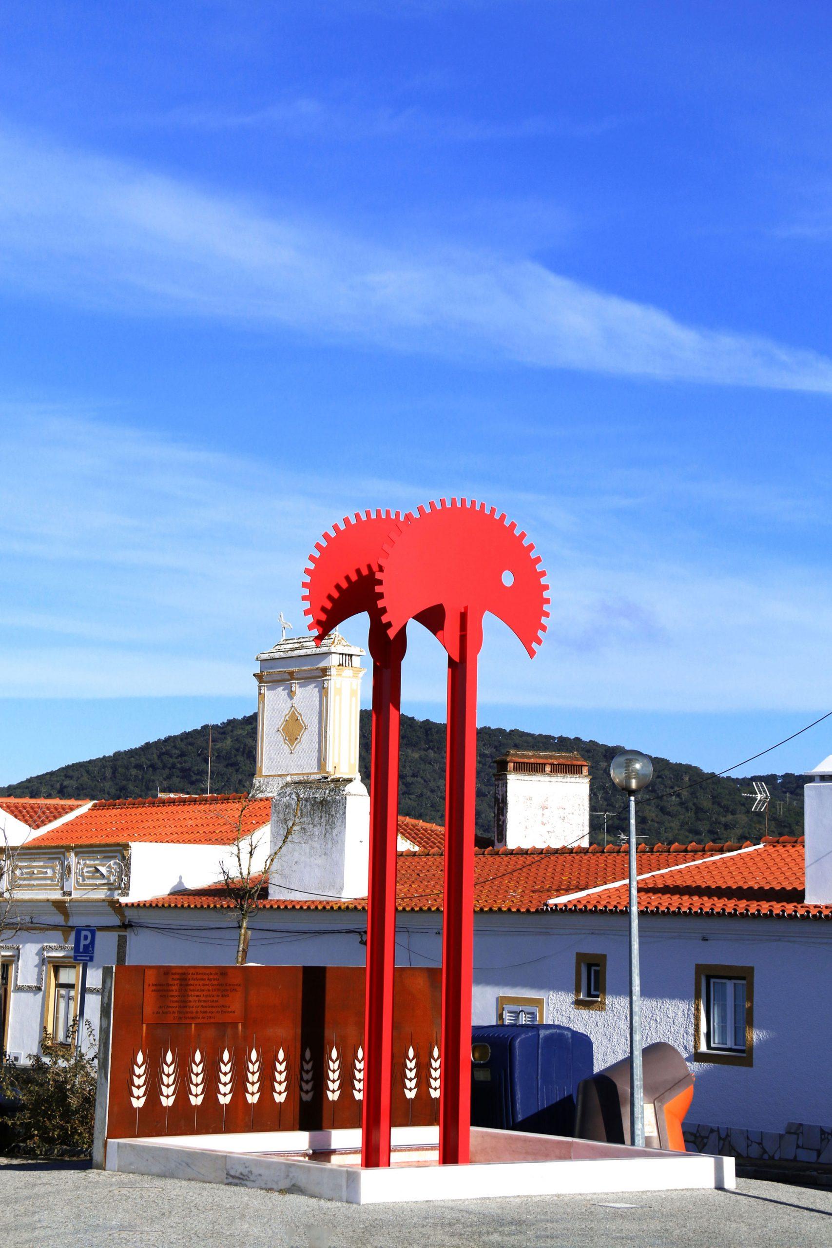 Monumento 40 anos Abril, em memória a Casquinha e Caravela (CMMN, 2019)