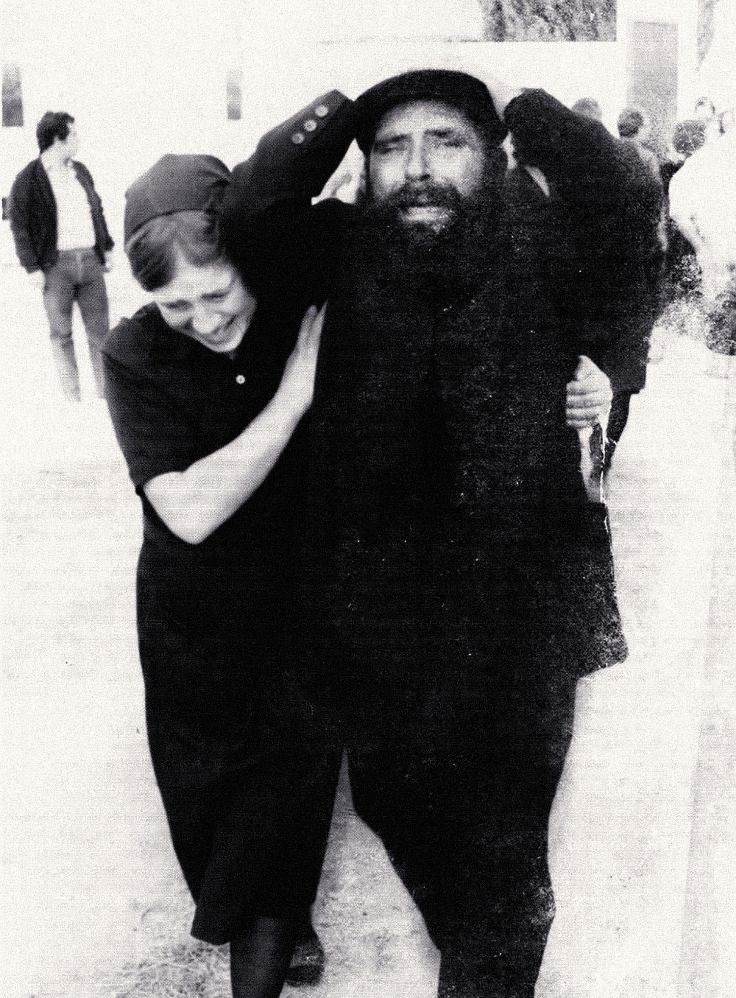 Maria Luísa e José Casquinha, pais de Casquinha, após o assassinato do filho (s/a, CMMN, 1979)
