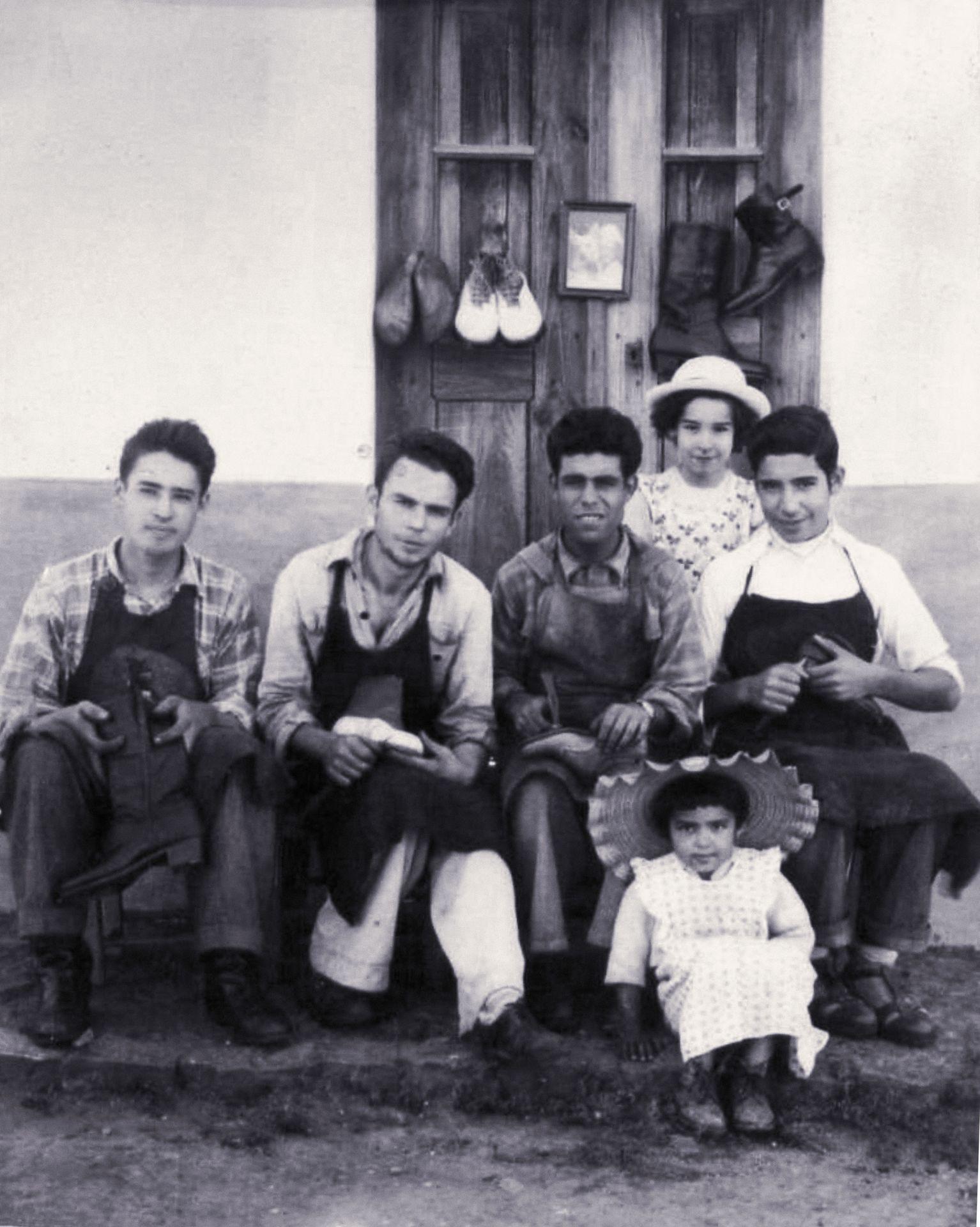 Rua dos Sapateiros, com uma família desconhecida de sapateiros, São Cristóvão (s/a, CMMN, s/d)