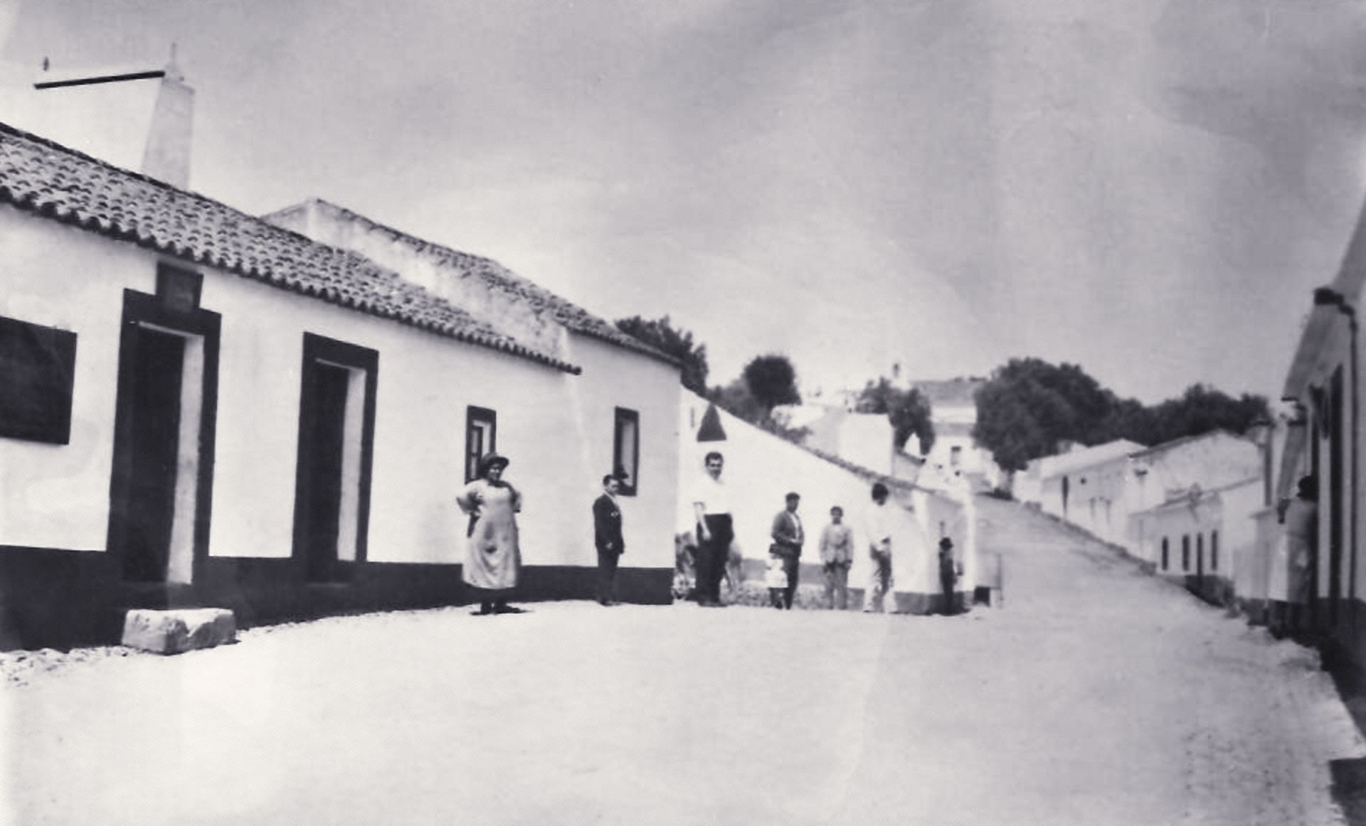 Rua onde se situavam as tabernas antigas (s/a, CMMN, s/d)